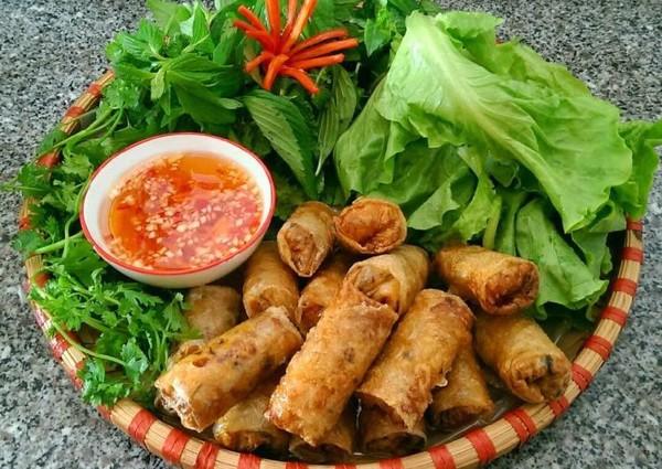 Nước mắm truyền thống Phú Quốc với bữa ăn của người Việt