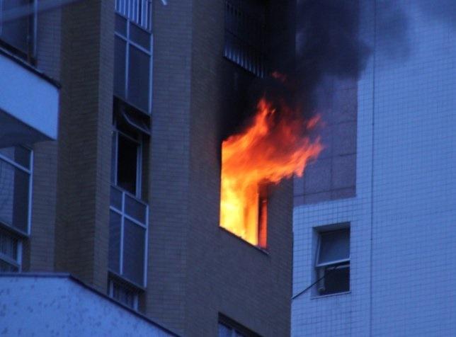 Nên tránh xa thang máy khi có hỏa hoạn, động đất