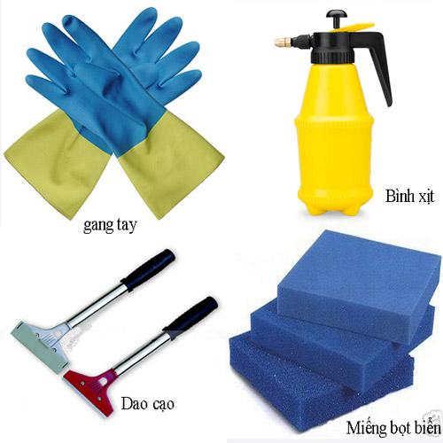 Chuẩn bị dụng cụ đầy đủ để bóc giấy dán tường