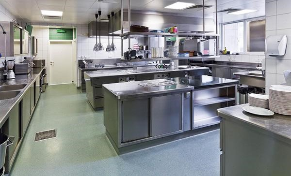 Chọn thiết bị bếp được gia công tỉ mỉ để tránh xây xước trong vận hành