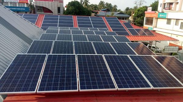 Hệ thống điện mặt trời áp mái cần vệ sinh cẩn thận