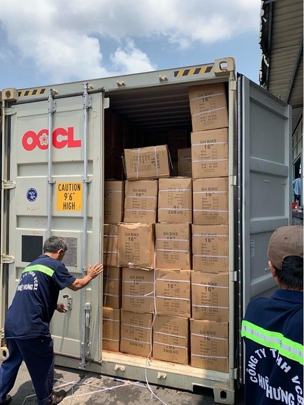 Thực hiện các thủ tục nhập khẩu để nhận hàng hóa về Việt Nam