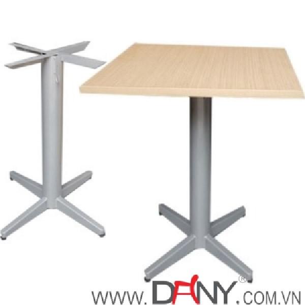 Bàn ghế gỗ thích hợp đặt trong nhiều không gian khác nhau